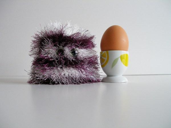 Eierwärmer brombeer-weiß