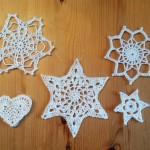 Zweitens: 5 gehäkelte Sterne aus Baumwollgarn