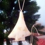 Anhänger Tannenbäumchen, aus Baumwolle mit Sternen bedruckt