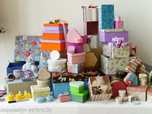 Geschenkeschachteln in allen möglichen Formen und Farben (c) Foto Carola Peters